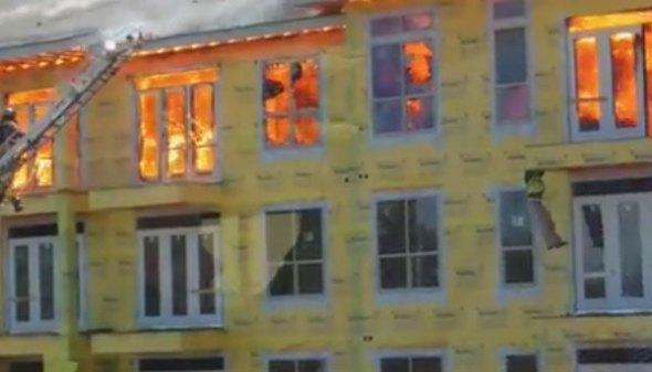 Hombre atrapado en incendio