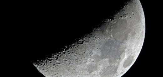 La luna es un satélite artificial