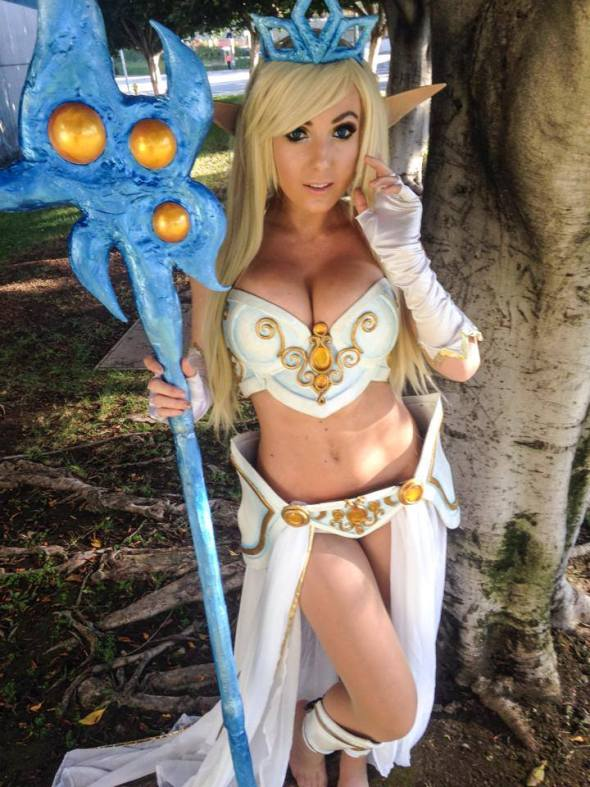 Jessica Nigri como Janna de League of Legends