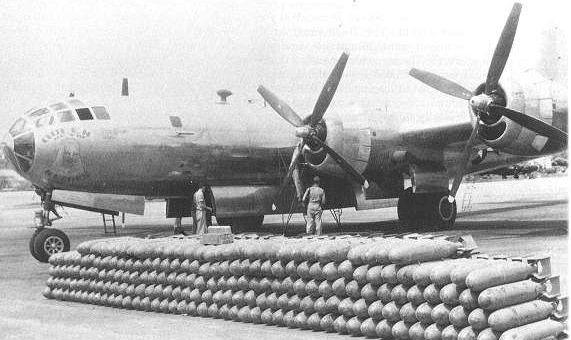 Bombardero B-29 Superfortress y la munición