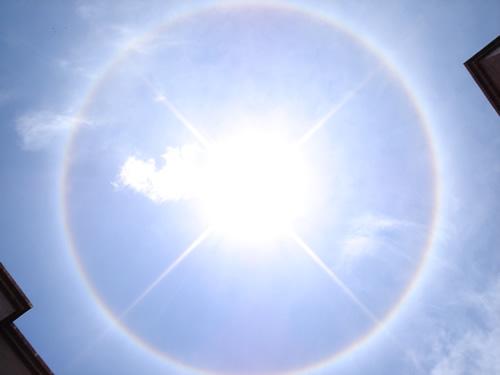 Halo de luz alrededor del sol