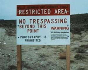 Cartel de no pasar en el Área 51