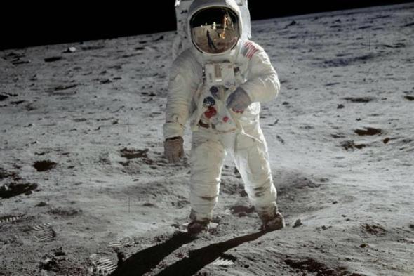 El hombre no fue a la luna