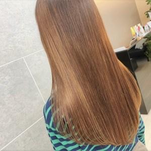 綺麗に髪質改善されたストレートヘア