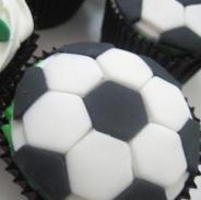 Comidas do Brasil para a Copa do Mundo: cupcake de bola de futebol