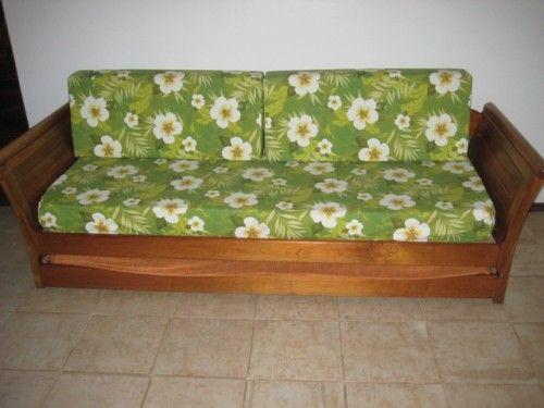 Sofá florido verde