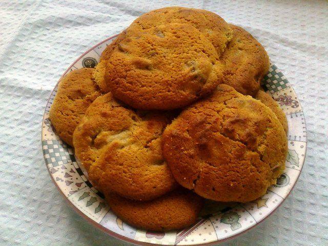 Receita de cookies com pedaços de chocolate e pasta de amendoim