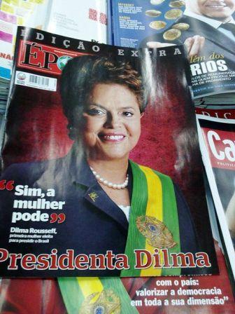 Capa da revista Época anunciando a eleição de Dilma, a primeira mulher presidente do Brasil