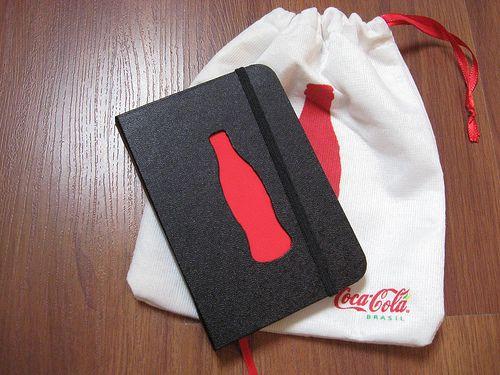 Caderno estilo Moleskine do Viva Positivamente, da Coca-Cola