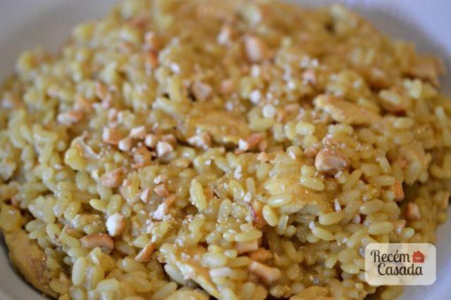Risoto de frango ao curry com castanha de caju do site www.cintiacosta.com