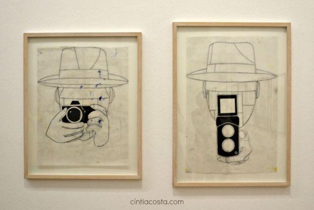 """Câmeras de foto e vídeo na obra """"Noticias sin importancia"""" de Eduardo Arroyo exposta no Centre Pompidou em Paris. Foto: Cíntia Costa."""