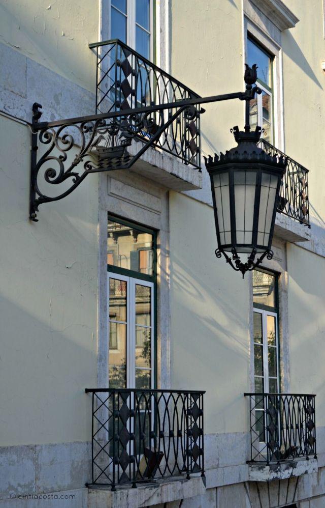 Luminárias em Lisboa, Portugal. Foto: cintiacosta.com