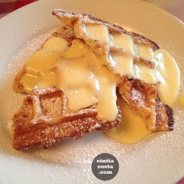 Waffle com custard no brunch do PJ Clarke's da Mário Ferraz em São Paulo. Foto: cintiacosta.com.