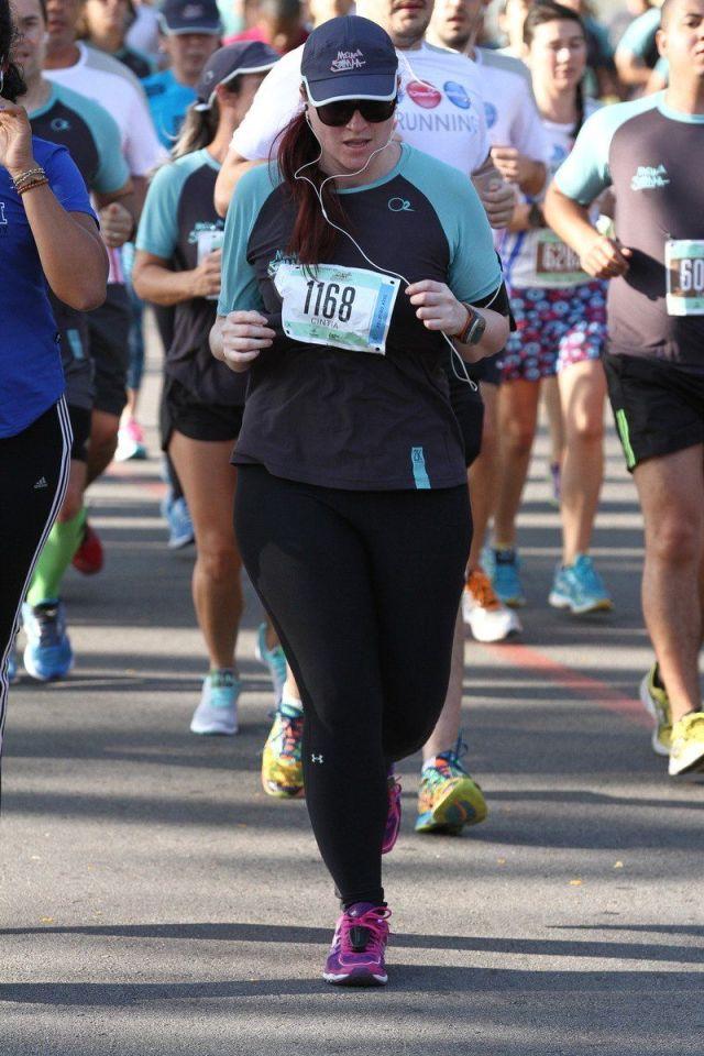 Corrida: blogueira Cíntia Costa corre na categoria 5K na 21K Sudamericano - Meia de Sampa 2016, anos depois de ter alta da neuropatia fibular.