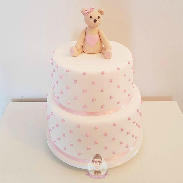 Bolo de chá de bebê: bolo de ursinha em rosa e branco com bolinhas para a sobrinha da youtuber Dri Paz. Feito por: Bolos da Cíntia.