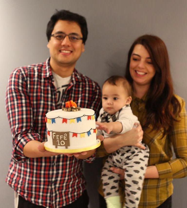 Bolo de mesversário de 10 meses do bebê da Lia Camargo: tema festa junina
