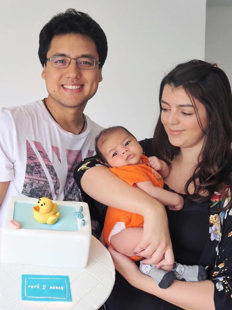 Bolo de mesversário de 2 mês do bebê da Lia Camargo: tema patinho na banheira