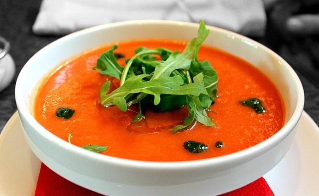 Receita de gaspacho: sopa fria de tomate e pepino