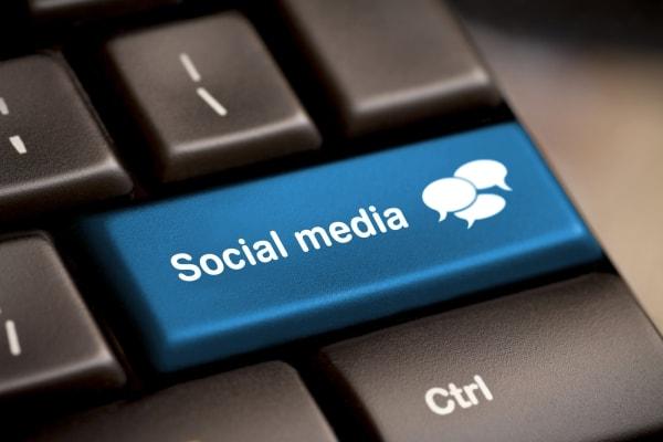 social media marketing  - cv blog social media min - How to make money by selling cell phones