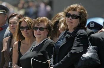 Lucía Hiriart junto a sus hijas Lucía y Jacqueline