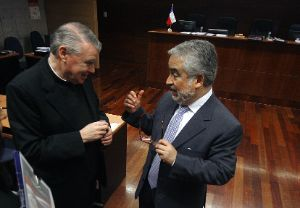 Sacerdote John O`Reilly y su abogado, Luis Hermosilla
