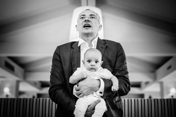 Botez La Vitrine - Ioana - fotograf botez Bucuresti - Ciprian Dumitrescu - fotograf biserica Icoanei - fotograf familie Bucuresti