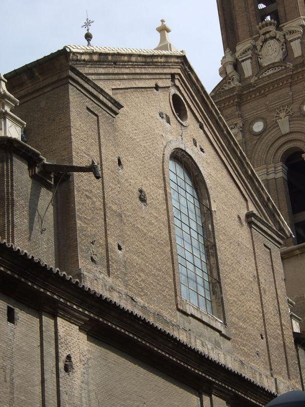 Ventanal de la fachada este de la Basílica del Pilar. Foto: wikipedia.