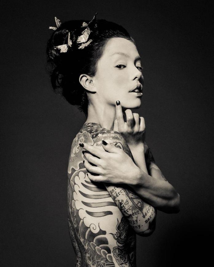 """""""Kisah Tinta"""": Foto Memabukkan dari Wanita Luar Biasa dan Tato Mereka oleh Reka Nyari"""