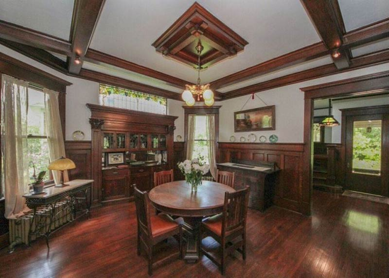 Theres Some Pretty Insane Woodwork Inside This Illinois