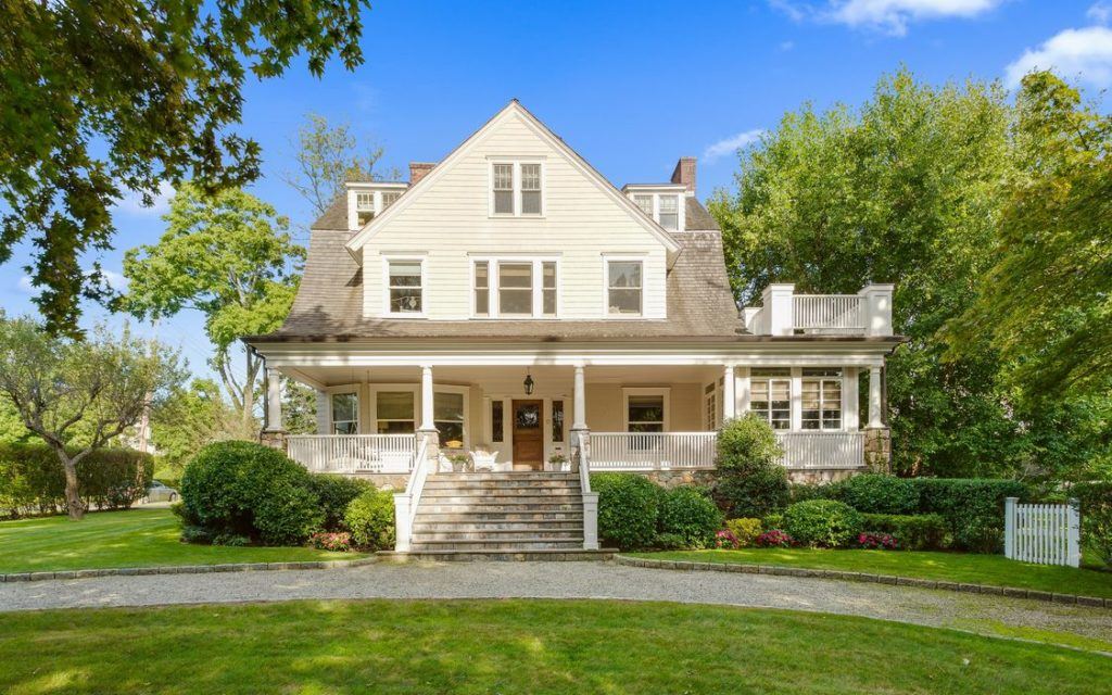 1907 Victorian In Larchmont New York