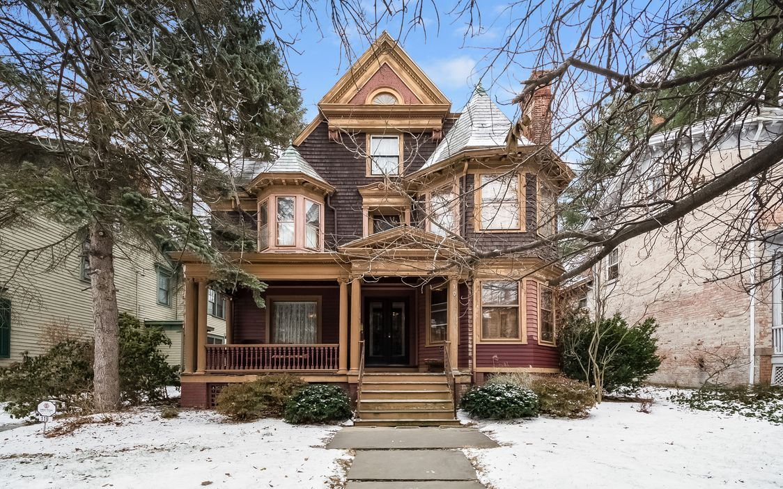 1899 Queen Anne Victorian In Poughkeepsie New York