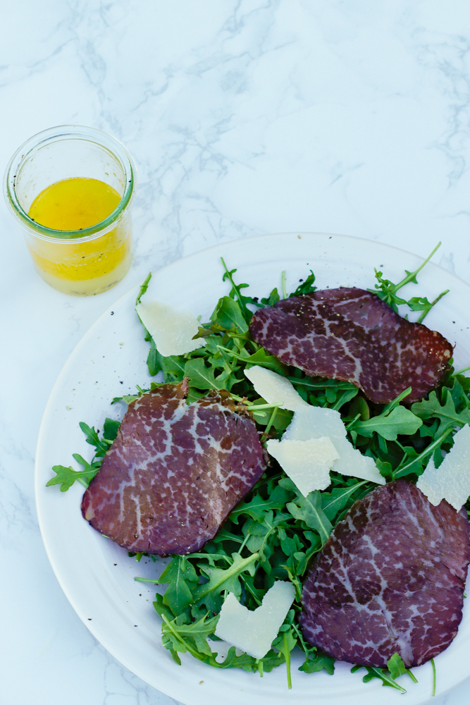Easy Bresaola and Arugula Salad - an Italian lunch-time favorite and is worthy of guests. So delicious and something new to try. | circleofeaters.com