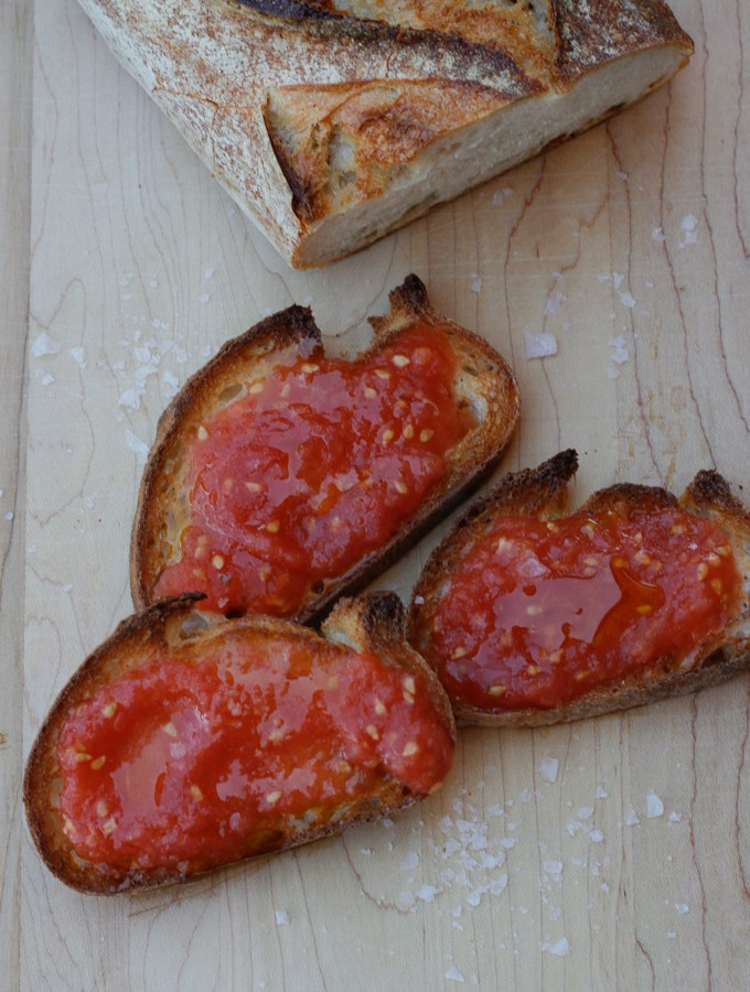 Spanish-Style Bread with Tomato (Pan Con Tomate) - a perfect summer Tapas that is so easy and super delicious. | circleofeaters.com