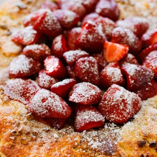 Strawberry Pistachio Tart - a double layer of strawberries with a pistachio frangipane make this tart sublime! Oh, let's not forget the sour cream crust. | circleofeaters.com