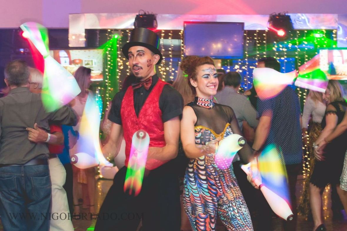 malabaristas-luzes-festa-confraternização