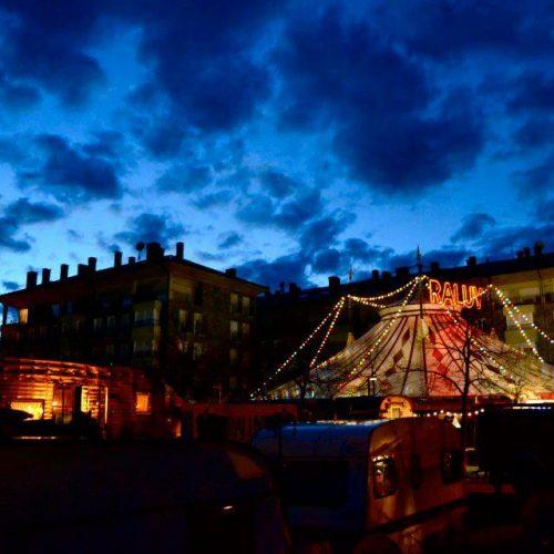 Carpa del Circo Raluy en la noche