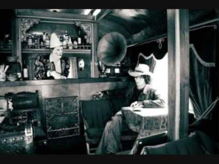 Eventos Profesionales. Enrique bumbury, cantante de los heroes del silencio, realizo su disco Viaje a ninguna parte en el circo Raluy.