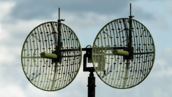 Figure 4 Octopus ISR Systems' portable high-performance automatic tracking antenna system features MN-MIMO technology for high bandwidth, meshed video, voice and data communications through Silvus' StreamCaster tactical radios.
