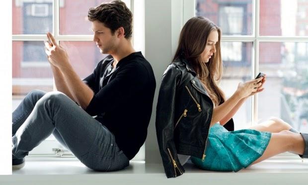 Redes sociais atrapalham superar fim de relacionamento