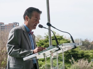 Dr. Stratakis speaks at a podium on the lawn at the National Library of Medicine.