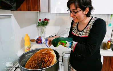 """Ramina explains us how to make """"tadig"""", the famous crunchy crust at the bottom of the rice."""