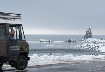 The next day we are able to leave the spot before we got snowed in. Driving along the coast we see a lot of Siberian drif ice. So special for us.