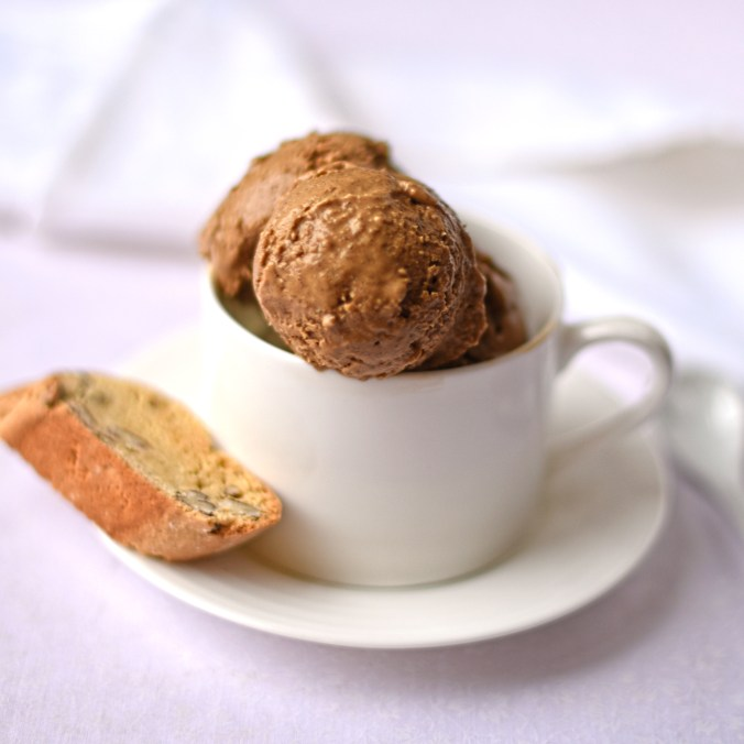 coffee-ice-cream-with-pecan-biscotti