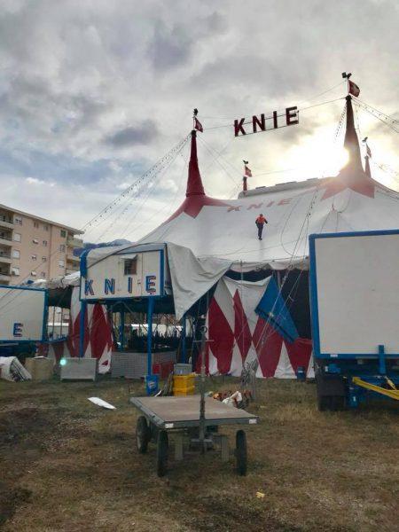 De circustent van Knie, opnieuw opgebouwd na de storm van gisteren.