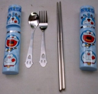 Peralatan makan dan minum Doraemon..