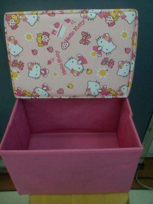 Kontainer Hello Kitty