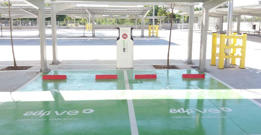 Ahorramas inaugura una nueva tienda en Madrid con un punto de recarga para vehículos eléctricos