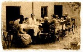 Иранские посиделки в доме г-на и г-жи Мебассер (деда и бабки Эммануила по отцу) в Тегеране, Иран
