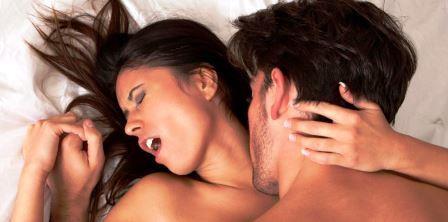 Hızlıca bir kızın boynundaki öpücüklerden nasıl alınacağı