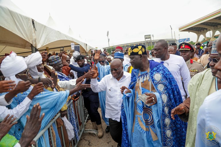 president-akufo-addo-exchanging-pleasantries-with-the-gathering-at-the-independence-square
